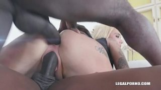 Alice Judge wants to play with black bulls IV361