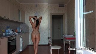 nude for pizza delivery guy
